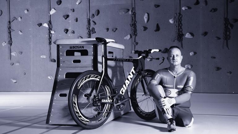 Fietsen zonder linkerbeen. Het bijzondere verhaal van een fietsfanaat die in Bosnië op een mijn stapte.